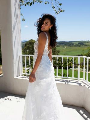 MADI-LANE-EVIE-WEDDING-DRESS