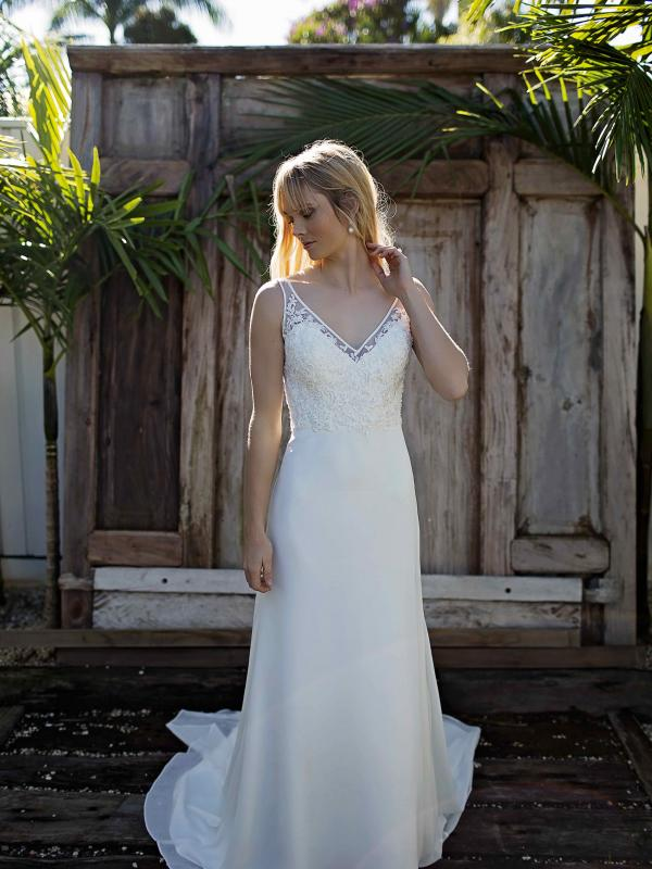 SANDY MADI LANE LUV BRIDAL BRISBANE AUSTRALIA SIMPLE RELAXED WEDDING DRESS BYRON BAY LACE CHIFFON