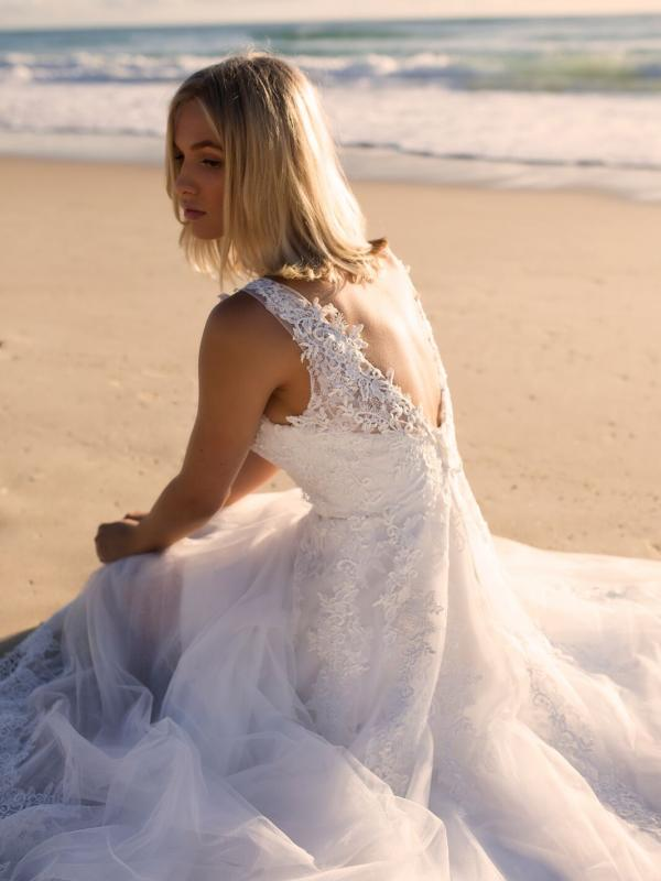 ELIZA MADI LANE LUV BRIDAL BYRON BAY AUSTRALIA FULL LACE TULLE ALINE WEDDING DRESS