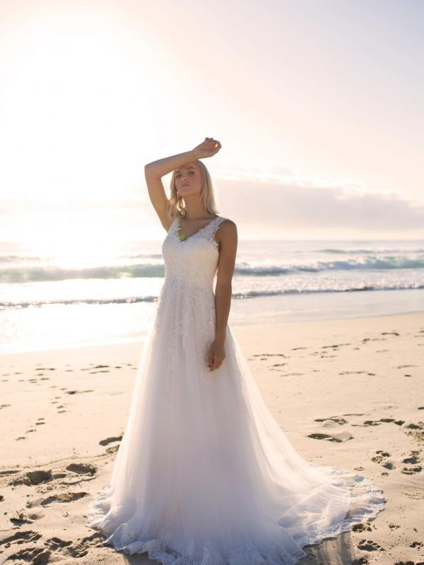 ELIZA MADI LANE LUV BRIDAL BYRON BAY AUSTRALIA FULL LACE TULLE ALINE WEDDING DRESS 3