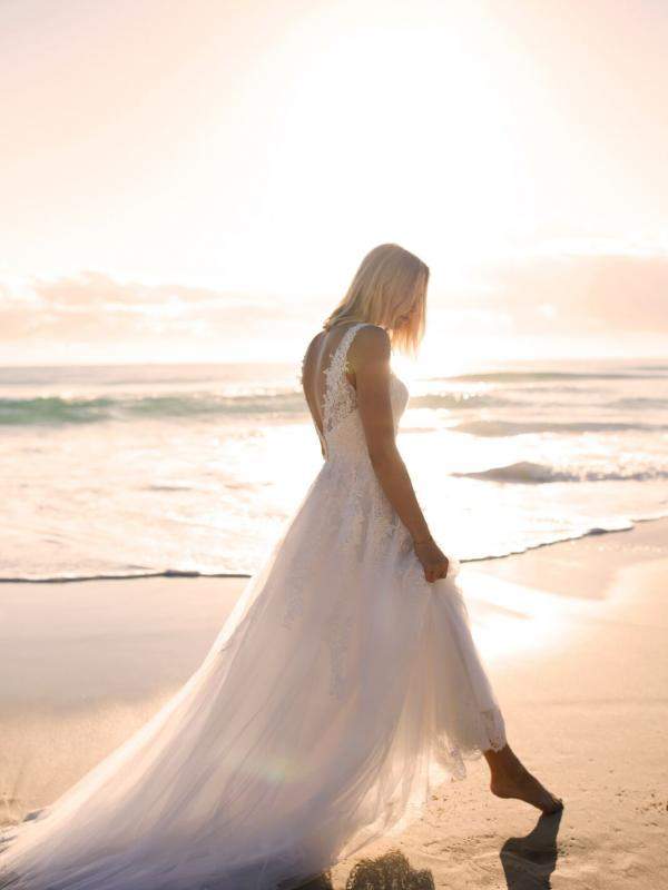 ELIZA MADI LANE LUV BRIDAL BYRON BAY AUSTRALIA FULL LACE TULLE ALINE WEDDING DRESS 4