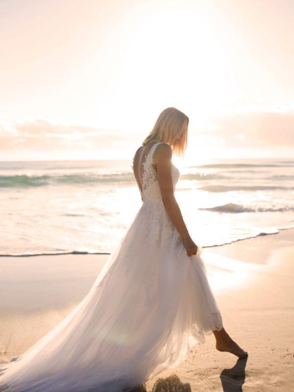 ELIZA MADI LANE LUV BRIDAL BYRON BAY AUSTRALIA FULL LACE TULLE ALINE WEDDING DRESS 4