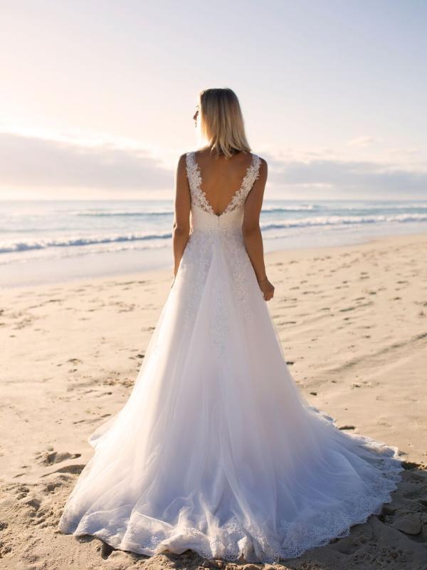 ELIZA MADI LANE LUV BRIDAL BYRON BAY AUSTRALIA FULL LACE TULLE ALINE WEDDING DRESS 5