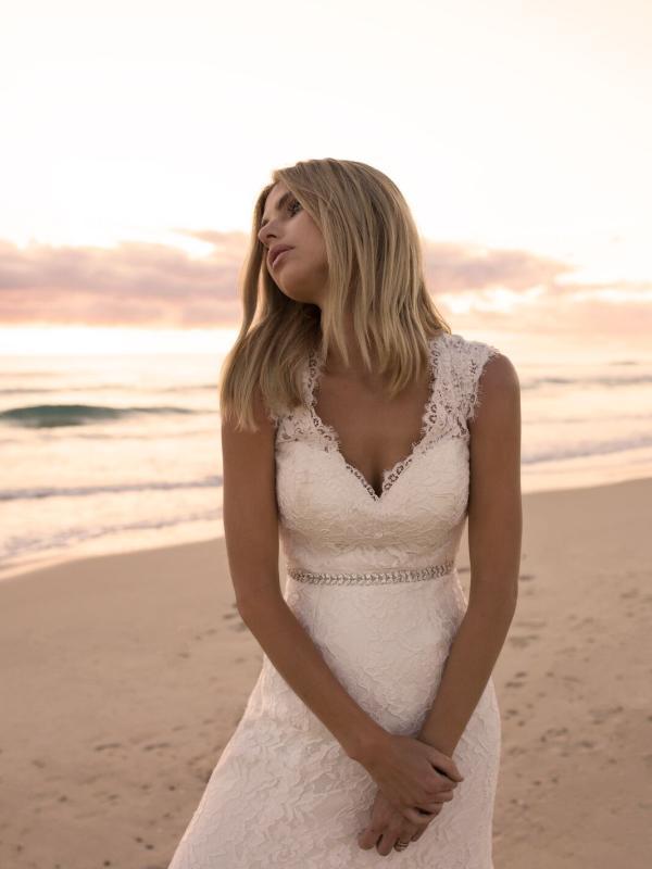 EVERLY MADI LANE LUV BRIDAL BYRON BAY AUSTRALIA FULL LACE FITTED WEDDING DRESS 1
