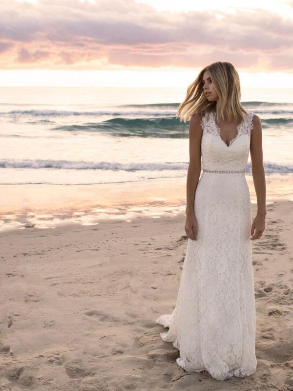 EVERLY MADI LANE LUV BRIDAL BYRON BAY AUSTRALIA FULL LACE FITTED WEDDING DRESS 2