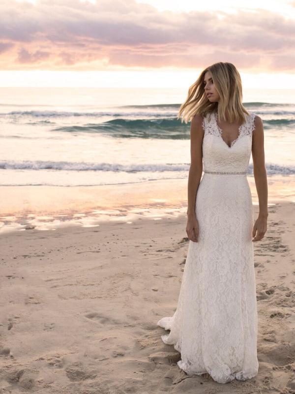 EVERLY MADI LANE LUV BRIDAL BYRON BAY AUSTRALIA FULL LACE FITTED WEDDING DRESS 2