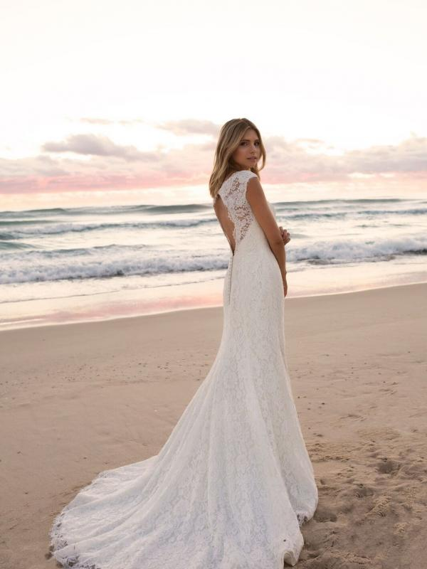EVERLY MADI LANE LUV BRIDAL BYRON BAY AUSTRALIA FULL LACE FITTED WEDDING DRESS 4