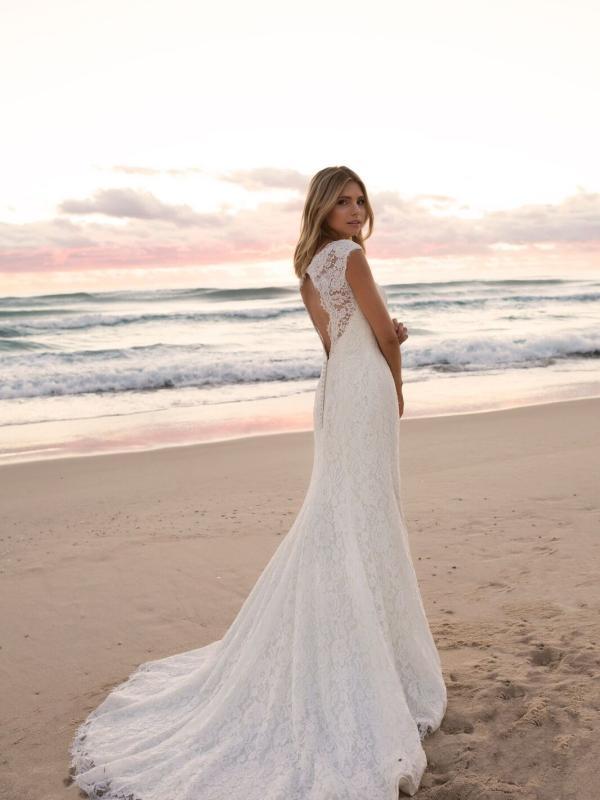 EVERLY MADI LANE LUV BRIDAL BYRON BAY AUSTRALIA FULL LACE FITTED WEDDING DRESS 4