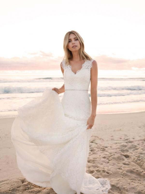EVERLY MADI LANE LUV BRIDAL BYRON BAY AUSTRALIA FULL LACE FITTED WEDDING DRESS 6