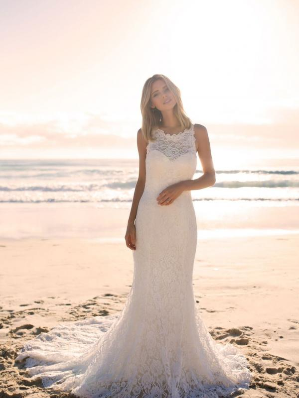 EVERLY MADI LANE LUV BRIDAL BYRON BAY AUSTRALIA FULL LACE FITTED WEDDING DRESS
