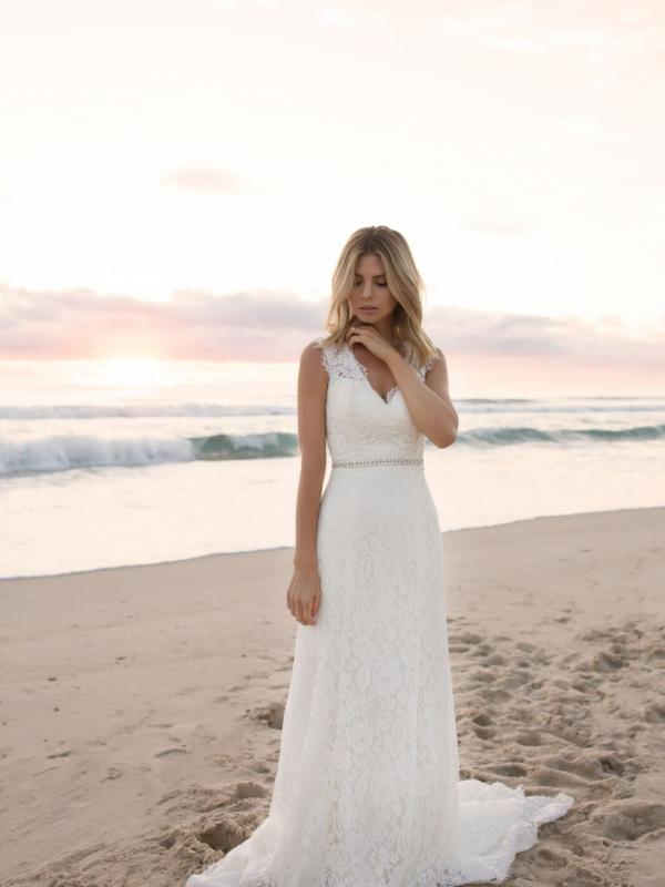 EVERLY MADI LANE LUV BRIDAL BYRON BAY AUSTRALIA FULL LACE FITTED WEDDING DRESS 7