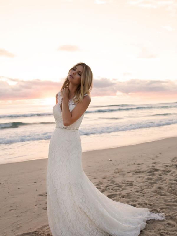 EVERLY MADI LANE LUV BRIDAL BYRON BAY AUSTRALIA FULL LACE FITTED WEDDING DRESS 8