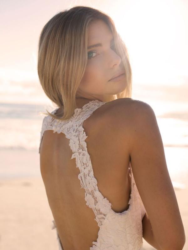 EVITA MADI LANE LUV BRIDAL BYRON BAY AUSTRALIA FULL LACE FITTED WEDDING DRESS KEYHOLE BACK