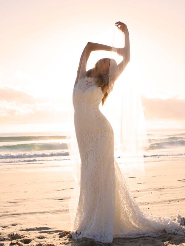 EVITA MADI LANE LUV BRIDAL BYRON BAY AUSTRALIA FULL LACE FITTED WEDDING DRESS VEIL3