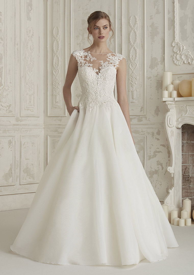 5638091338 ELIODORA-B PRONOVIAS 2019 HALF LACE PLAIN SKIRT ILLUSION BODICE BALLGOWN  WEDDING DRESS LUV BRIDAL