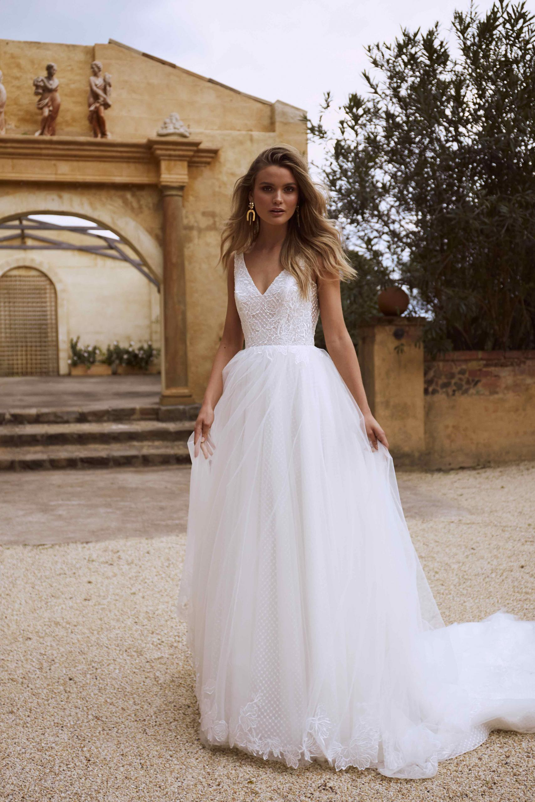 EAMON ML2618 V NECK LOW BACK FULL SKIRT A LINE TULLE AND LACE WEDDING DRESS MADI LANE LUV BRIDAL GOWN 6