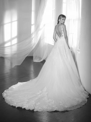 ZINGARA ST PATRICK STUDIO OFF WHITE WEDDING DRESS LUV BRIDAL AUSTRALIA