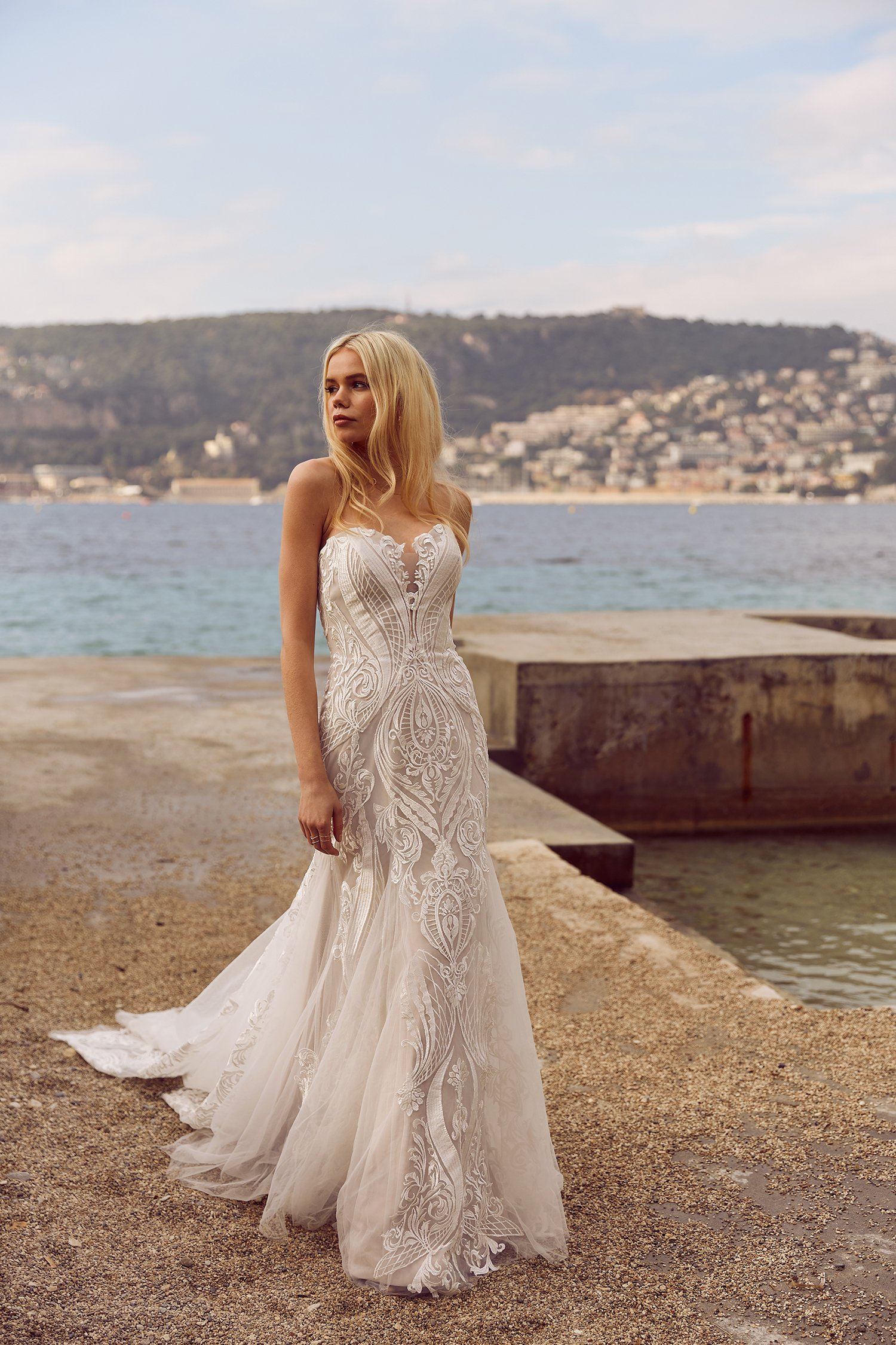 ROZA-ML3918-FRENCH-LACE-FITTED-GOWN-WITH-DETACHABLE-LACE-AND-TULLE-STRAPS-WEDDING-DRESS-MADI-LANE-BRIDAL-3