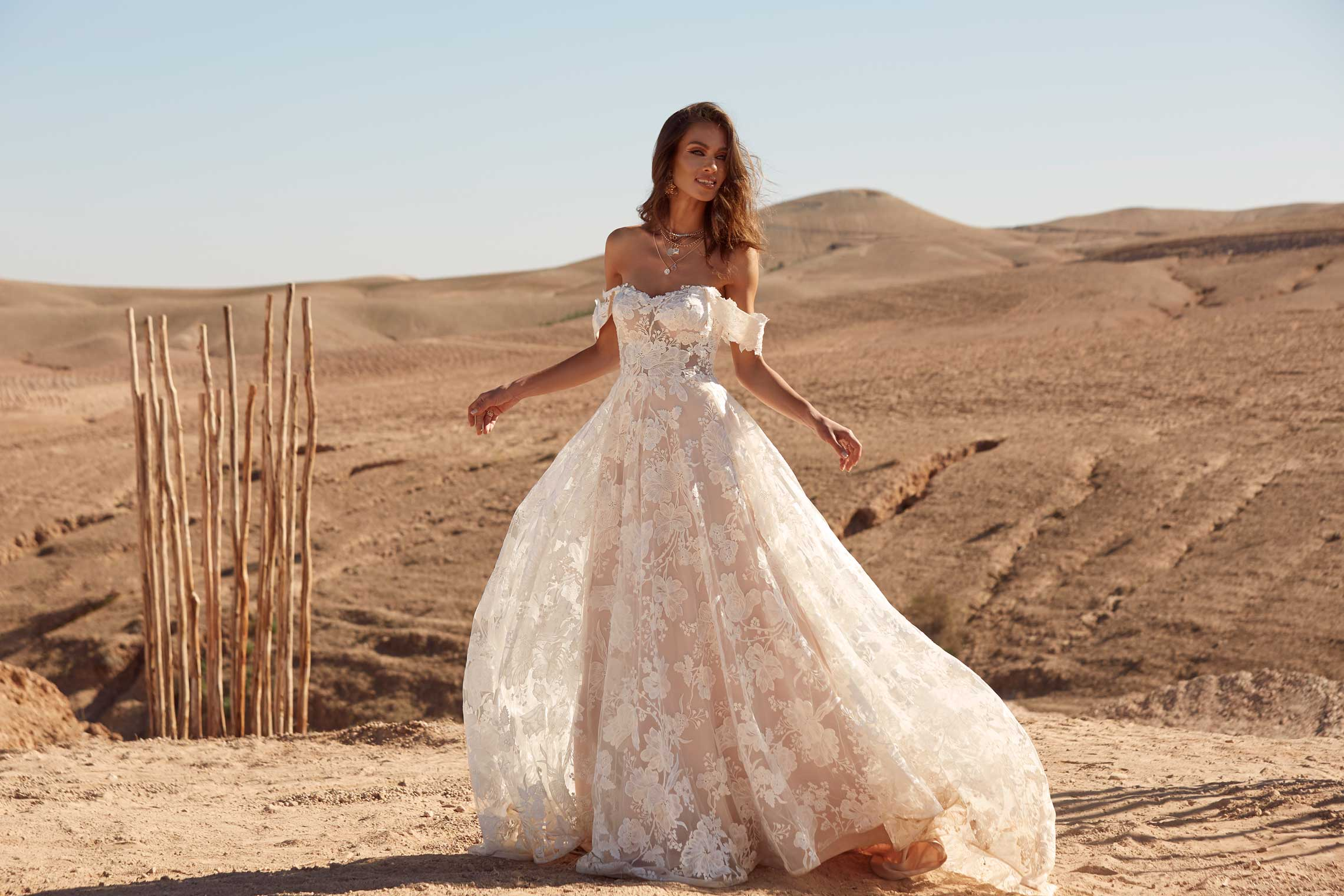 AMELIE-ML17545-LACE-AND-TULLE-GOWN-WITH-FITTED-BODICE-AND-FLOATY-TULLE-SKIRT-WITH-DETACHABLE-OFF-SHOULDER-STRAPS-WEDDING-DRESS-MADI-LANE-BRIDAL13