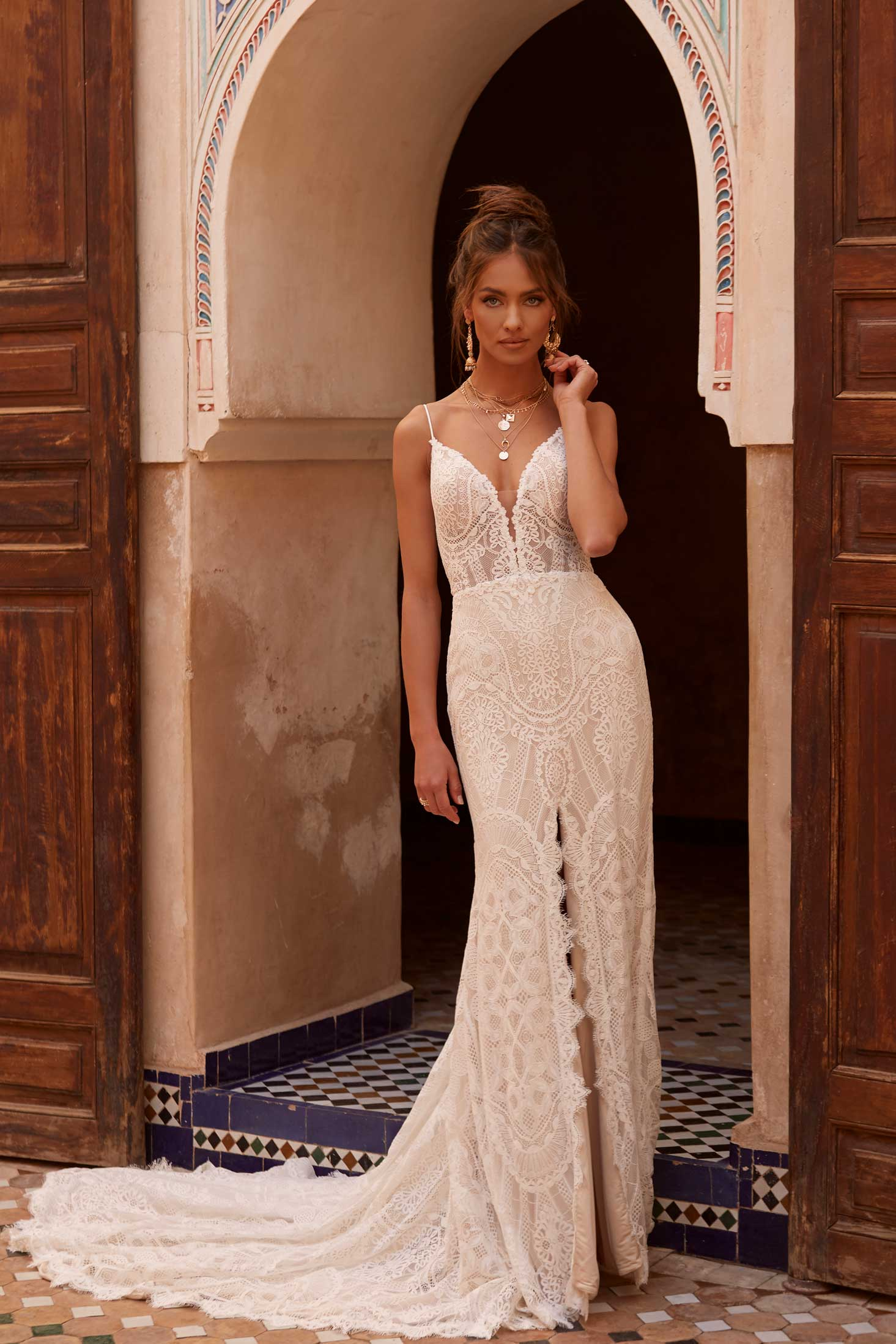 ARYN-ML17474-FULL-LACE-FITTED-GOWN-WITH-PLUNGING-V-NECKLINE-LACE-STRAPS-ZIP-UP-BACK-AND-CENTER-FRONT-SPLIT-WEDDING-DRESS-MADI-LANE-BRIDAL1