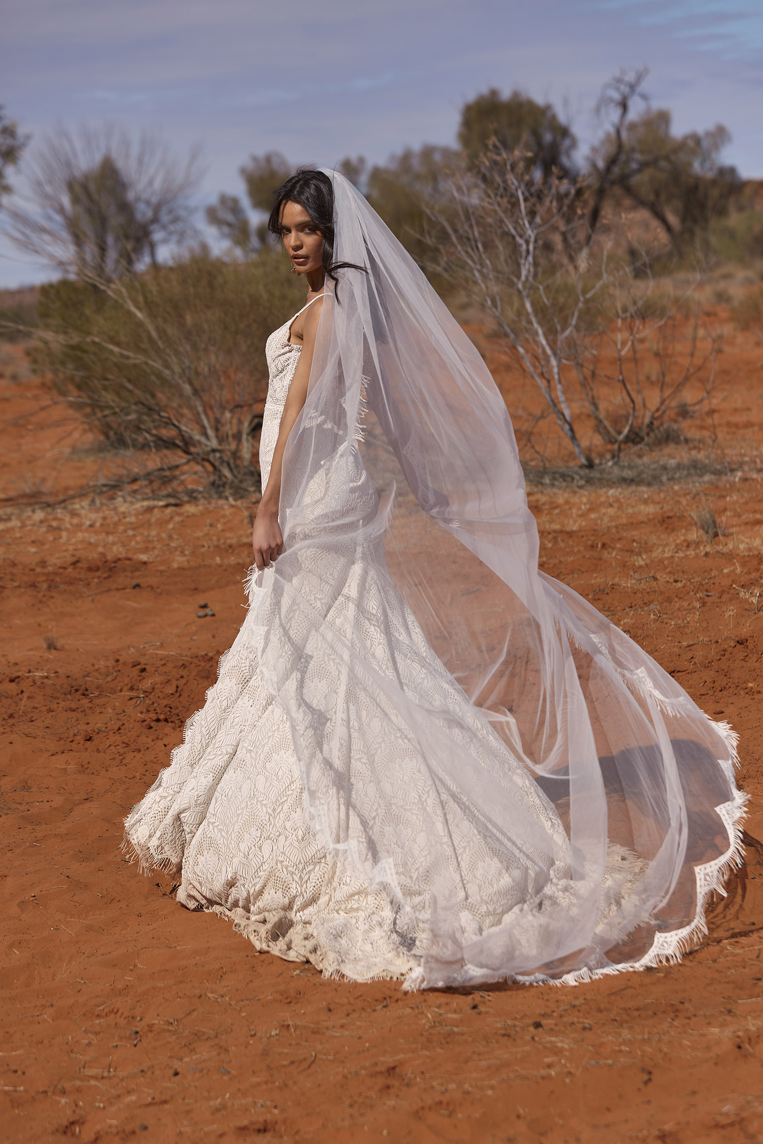 RUE VEIL V81 SINGLE LAYER WITH THREADED FRINGE PAIRED WITH GOWN EY181 VEIL EVIE YOUNG BRIDAL1
