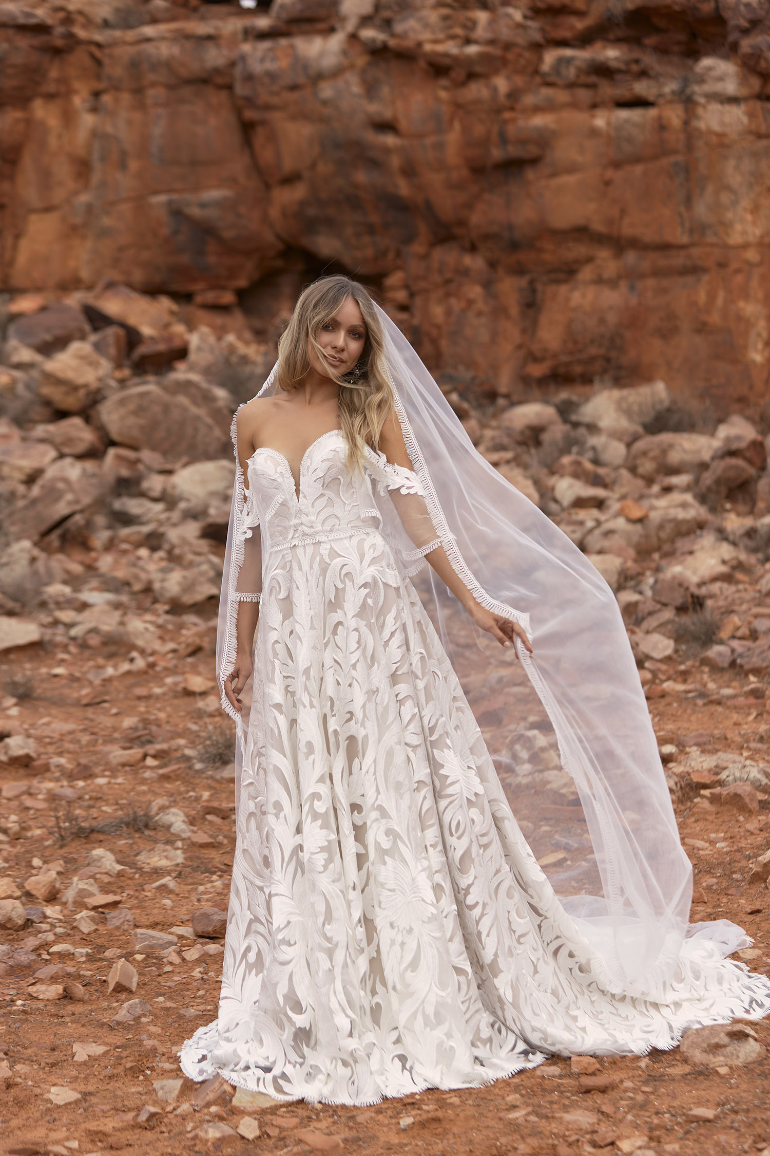 WYATT VEIL V60 SINGLE LAYER WITH FRINGE PAIRED WITH GOWN EY160 VEIL EVIE YOUNG BRIDAL2