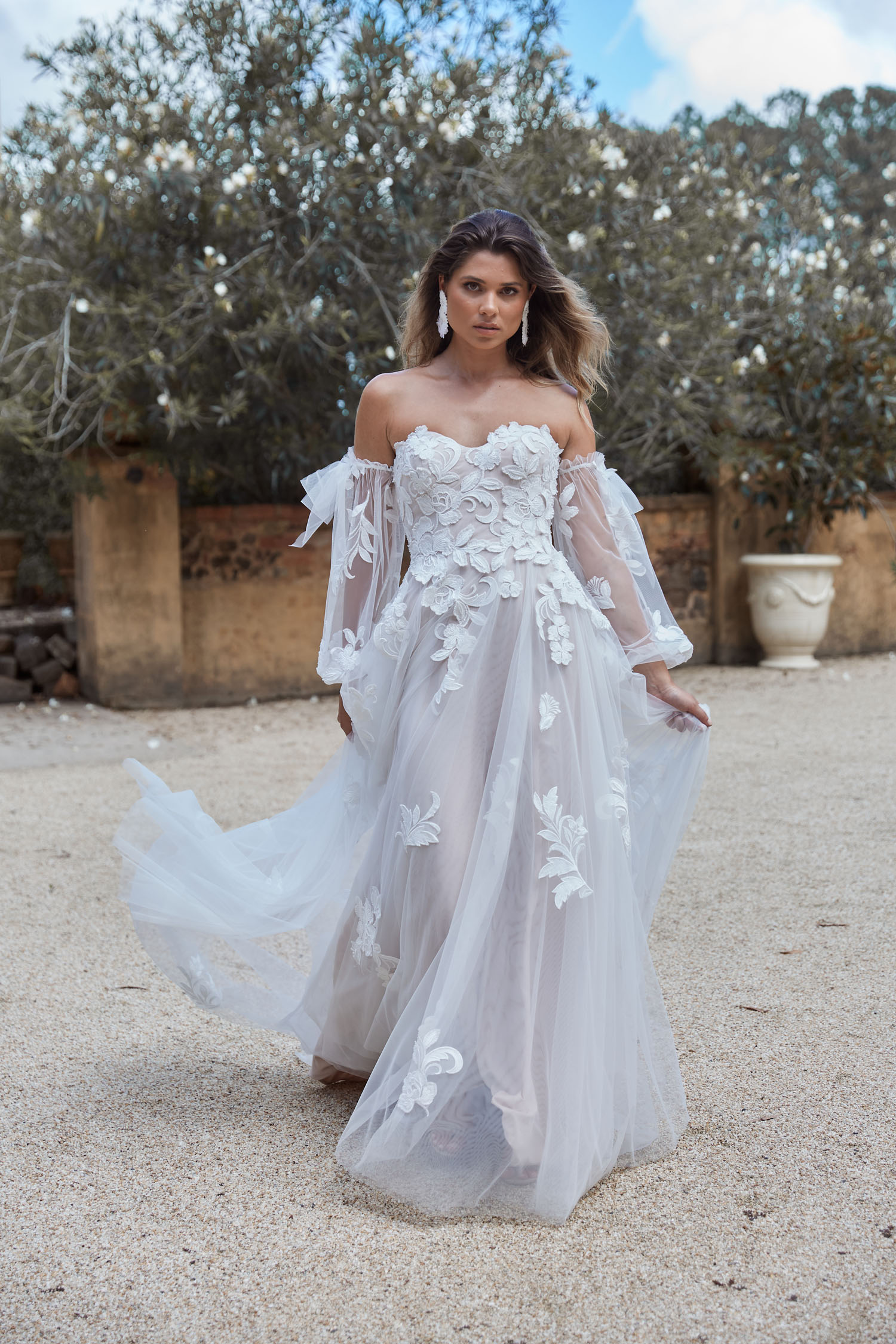 JOLIE_EY273_SWEETHEART STRAPLESS ALINE LACE WEDDING DRESS WITH DETACHABLE OFF THE SHOULDER FULL LENGTH SLEEVES_EVIE YOUNG BRIDAL 360